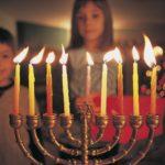 ハヌカーとは?ユダヤ式クリスマスについて解説