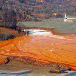 ジャマナ村とは?ルーマニアの真っ赤な汚染湖に沈んだ村を解説